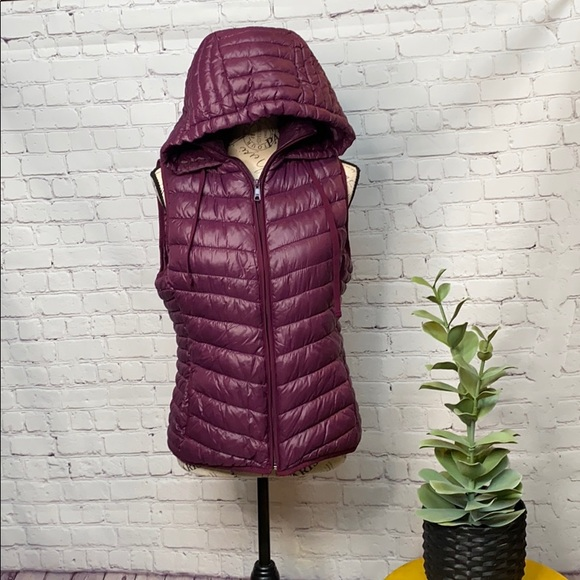 Old Navy Active puffer hood zip up S eggplant vest